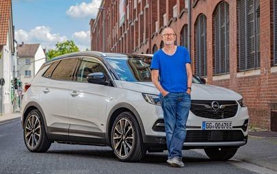 """Actor Peter Lohmeyer """"Electrified"""" by Opel Grandland X"""