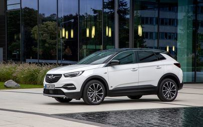 Made in Eisenach: First front-wheel drive Opel Grandland X plug-in hybrid drives off production line